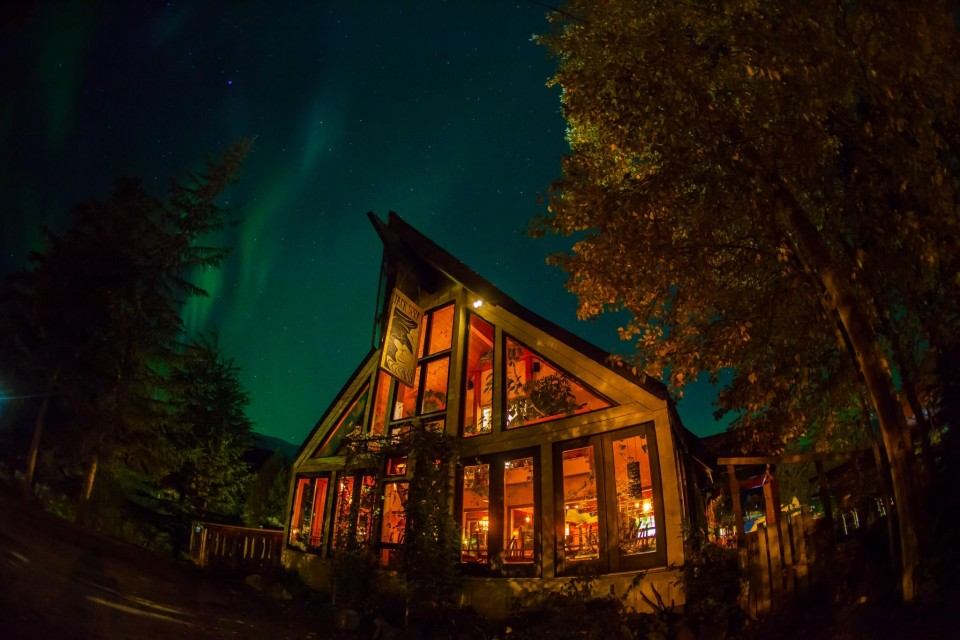 The outside of Jack Sprat in Girdwood with Northern Lights in the sky