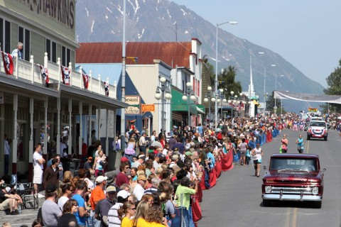 People lining the street for a 4th of July parade in Seward