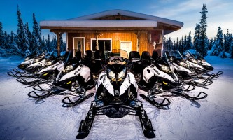 Snowmobiling line up p5hybp