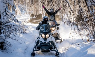 Snowmobiling narnia arms up p5hybt