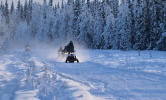 Snowmobiling down the trail p5hyax