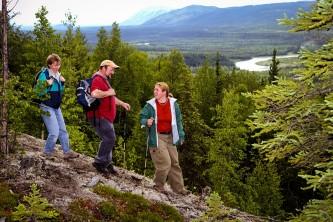Hiking at Denali Park Village 01 n4x5ca
