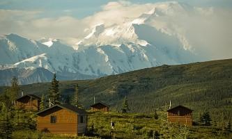 Camp-Denali-2_RAC-Vertical_exterior_cabins_w_MOMC-p1xtx8