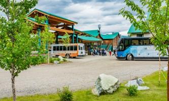 2018-Grande_motorcoach_arrival-pnv8hr