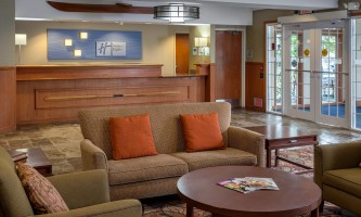 Holiday_Inn_Express_Anchorage-HIE_Lobby_Front Desk_28629-nj9w1d