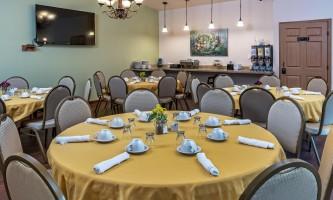 2018-Dining_hall_tables_set_so_so_raw-pfx9n4