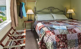 2018-Lux_Cottage_bedroom_bleh_raw-pfx9o7