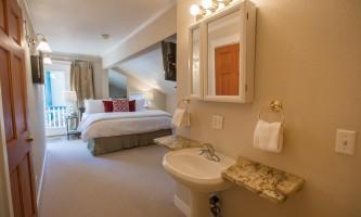 Villa-king-room-7H0A5094_v1_current-paout3