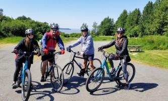 Alaska trail guides Fam Of4
