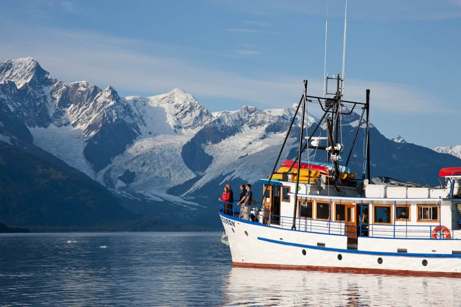 Discovery Voyages lingers in front of glaciers in Prince William Sound