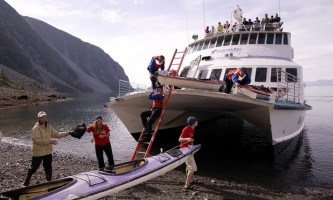 Glacier bay lodge GB boat kayak unload