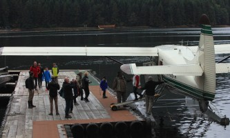 Taquan air bearviewing Otter at dock with guests horz taquan neets bay bear adventure by floatplane