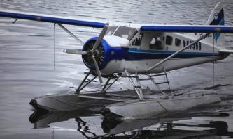 Taquan air bearviewing Beaver floatplane close up horz taquan neets bay bear adventure by floatplane