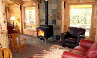 Kenai Fjords Glacier Lodge kfgl lounge2019