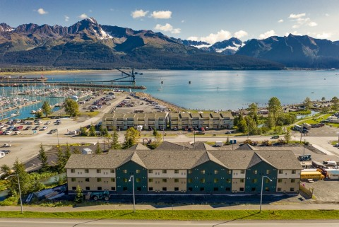 The Seward Gateway Hotel is within walking distance to the harbor, and offers a free shuttle from the train depot and cruise ship terminal