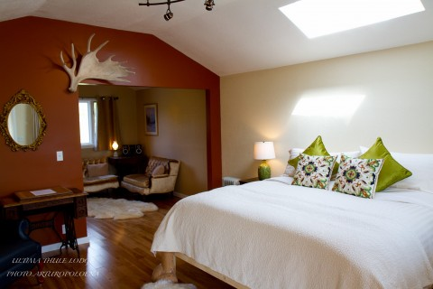 well-appointed bedroom at Ultima Thule wilderness lodge