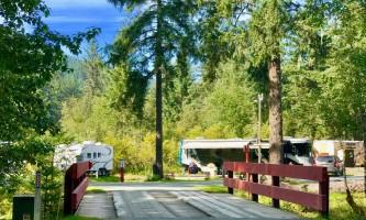 Glacier nalu campground resort Bridge to site