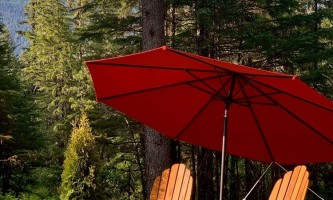 Glacier nalu campground resort Platform with umbrellas