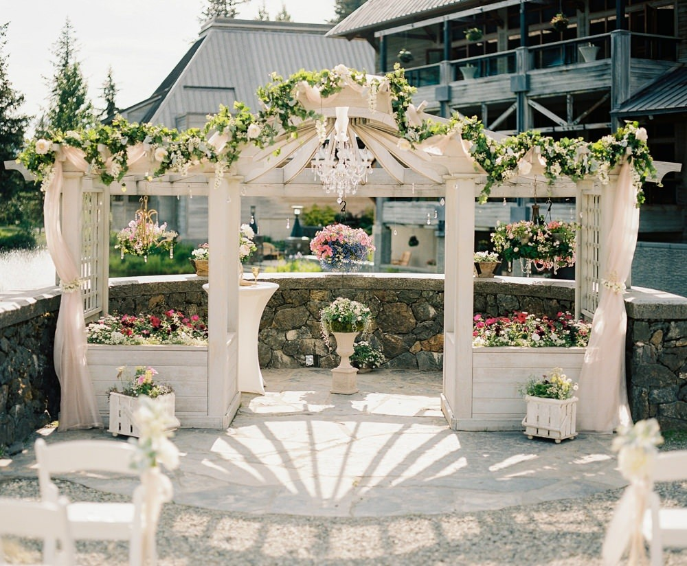 Make your wedding day magical in Alaska.