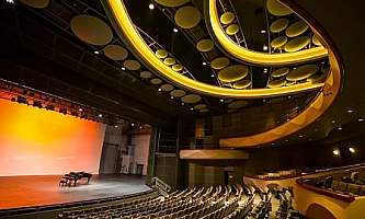 Alaska plays performances PAC Discovery
