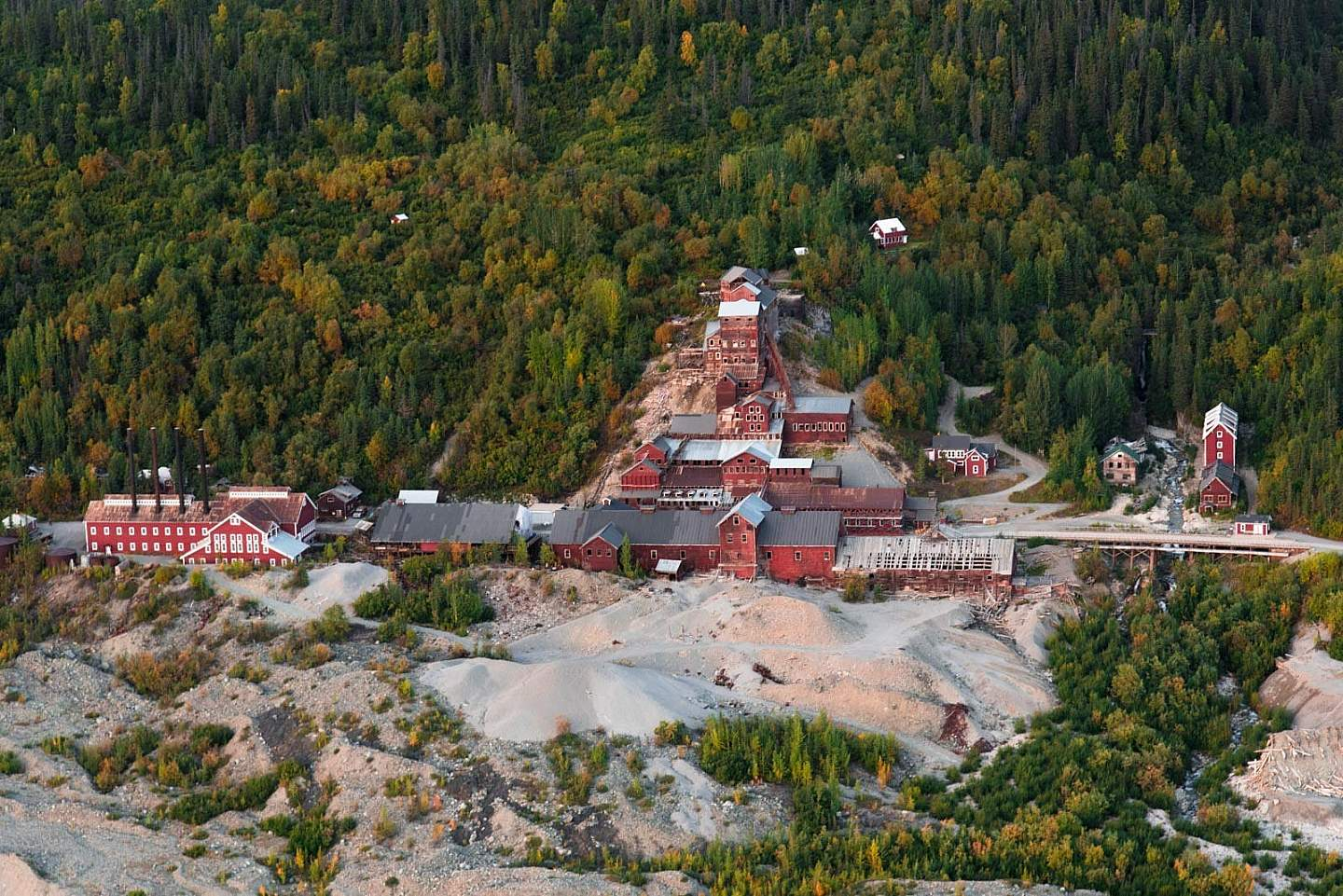 Fly or drive to the historic former mining area of McCarthy/Kennicott