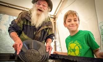 Hope gold panning tours MG 7552 Copyright Alaska Channel
