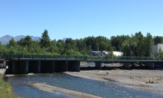 Salmon_Viewing_at_Ship_Creek-02-n8vukv