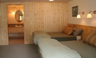 Kenai-riverside-lodge-3-Kenai_Riverside_Lodge_Cabin_Interior-pdvlv8