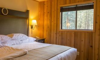 2015-PE2014_Mc Kinley Chalet_Minisuite_interior_bedroom J_26015761-o9urov