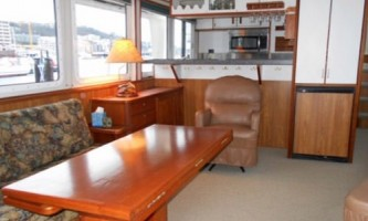 Alaska-bear-adventures-boat-based-bea-Main_Cabin_500x333-omm30q