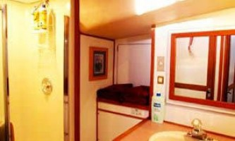 Alaska-bear-adventures-boat-based-bea-Bathroom-omm30y
