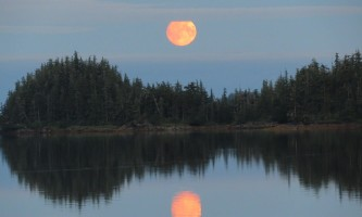 North-pacific-expeditions-North_Pacific_Expeditions-Shoestring_Cove_Moonrise_panorama_with_cloud_bar-pi967s
