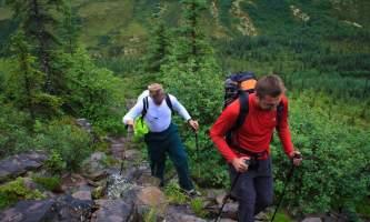 2016-kantishna-roadhouse-3-hiking-o60bjt