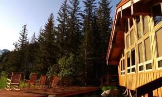 2018-24-Kenai_Fjords_Glacier_Lodge_Exterior-pdvqnc