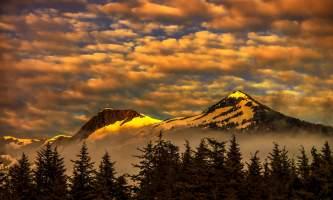 Airport_Photo_Contest-Sunrise_Deer_Mountain-Carlos-Rojas-o1zt3b