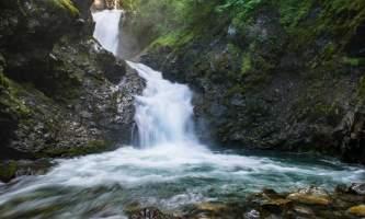 Alaska_Photo_Treks_Wish_List_Photos-Thunderbird_Falls_13_07_012-ohinko