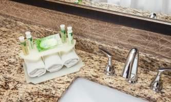 Holiday_Inn_Express_Anchorage-HIE_Bathroom Amenities-nj9w1y