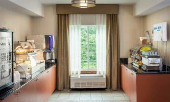 Holiday_Inn_Express_Anchorage-HIE_Breakfast Area_Detail_28329-nj9w0u
