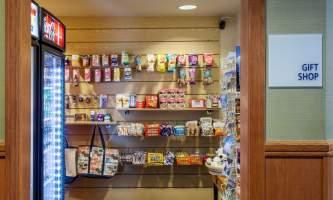 Holiday_Inn_Express_Anchorage-HIE_Gift Shop_28229-nj9w0b