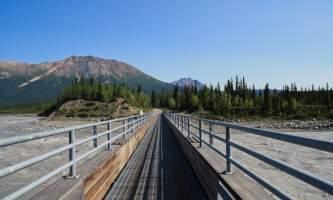 Kennicott river footbridge 01 mzx8hv