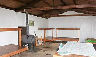 Red-Shirt-Lake-Cabin-1-public-use-cabins-alaska_org-Red_Shirt_1_beds_publake_com-p0toxj