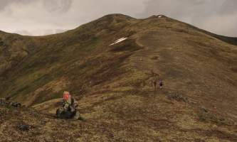 Blueberry-knoll-trail-The_summit_ridge_of_Government_Peak_above_Blueberry_Knoll_Trail-pivd6a