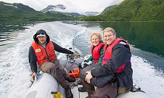 Geographic-marine-expeditions-Alaska_people_photos_G2-45-p4mkjq