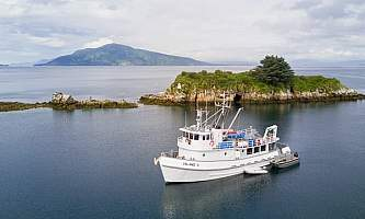 Geographic-marine-expeditions-chris_bray_for_island_c-22-p4mkji