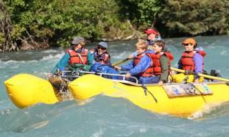 Kenai-riverside-lodge-5-Rafting_the_Mild_Class_II_Kenai_River-pdvlvb