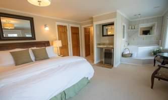 Penthouse-honey-mooon-suite-7H0A5016_v1_current-paoust