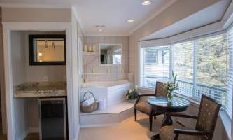 Penthouse-honey-mooon-suite-7H0A5051_v1_current-paousx