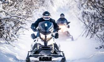 Snowmobiling 2 sleds down the trail p5hybi