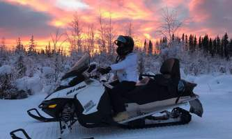 Snowmobiling red sky p5hyas