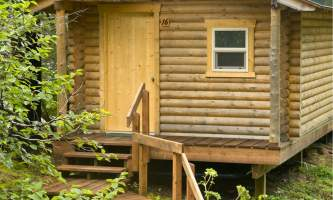 Ultimate-alaska-adventure-29-KFGL_Cabin_Exterior-pdvumj